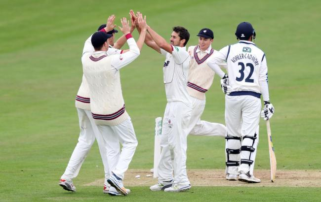 Somerset's Tim Groenewald (centre) is to join Kent