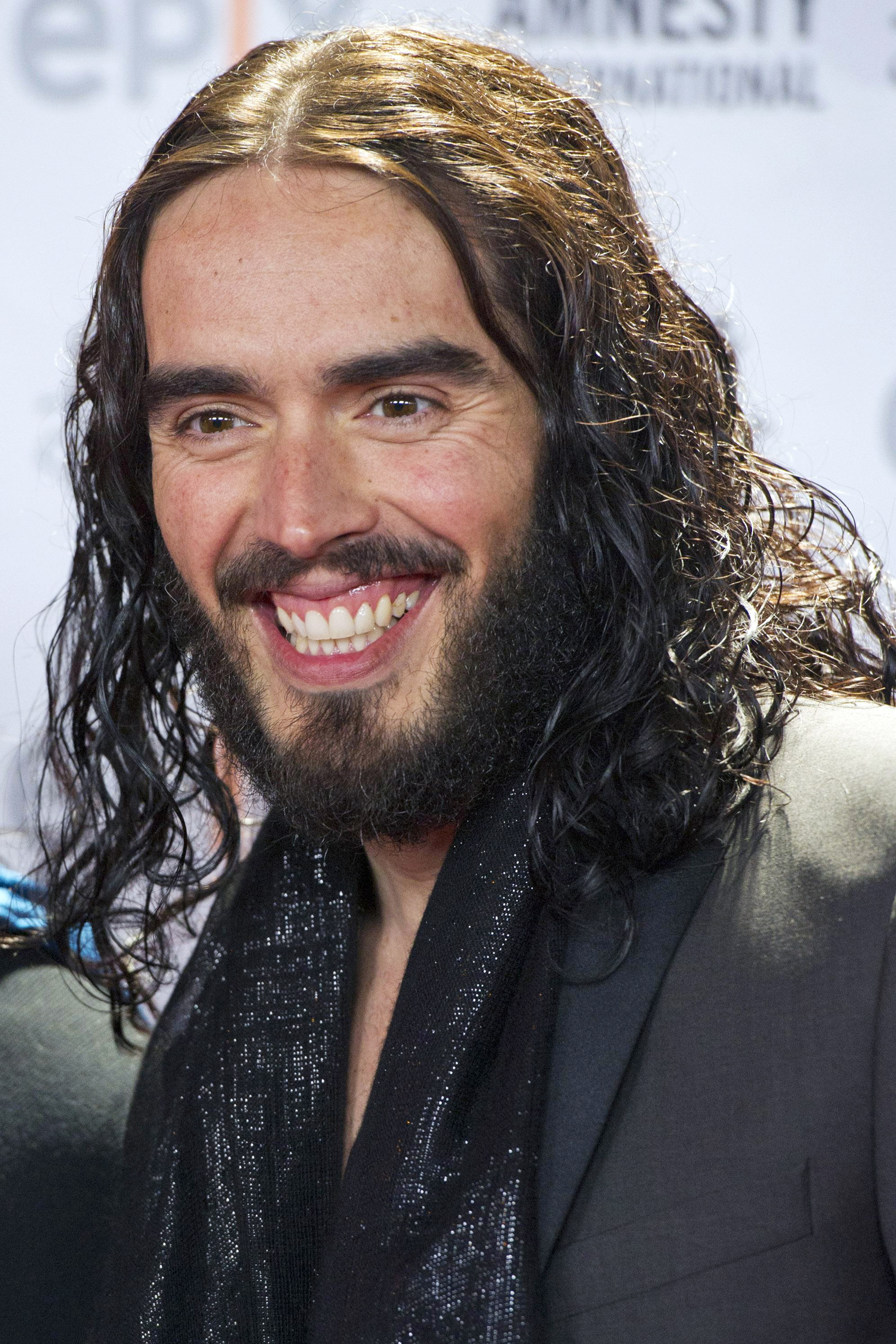 Chard & Ilminster News: Russell Brand cancels Southend show due to illnesss