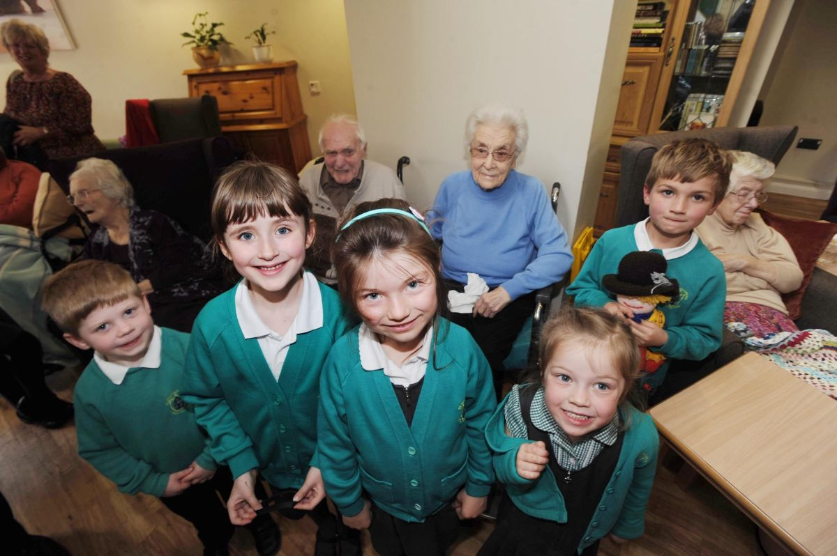 School children visit Crewkerne care home for demetia project
