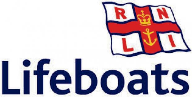 Chard RNLI group raise £1,317 at Tesco supermarket