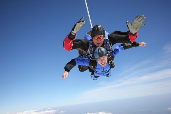 Chard woman raises £743 from skydive in memory of her father