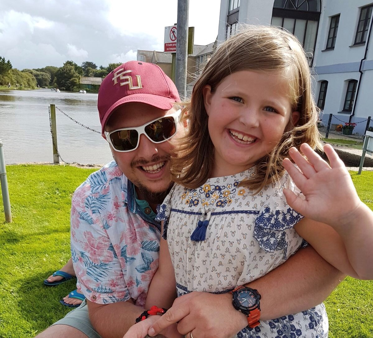 Crewkerne man, Scott Walker, completes golfing marathon inspired by his daughter Eliza's cancer battle