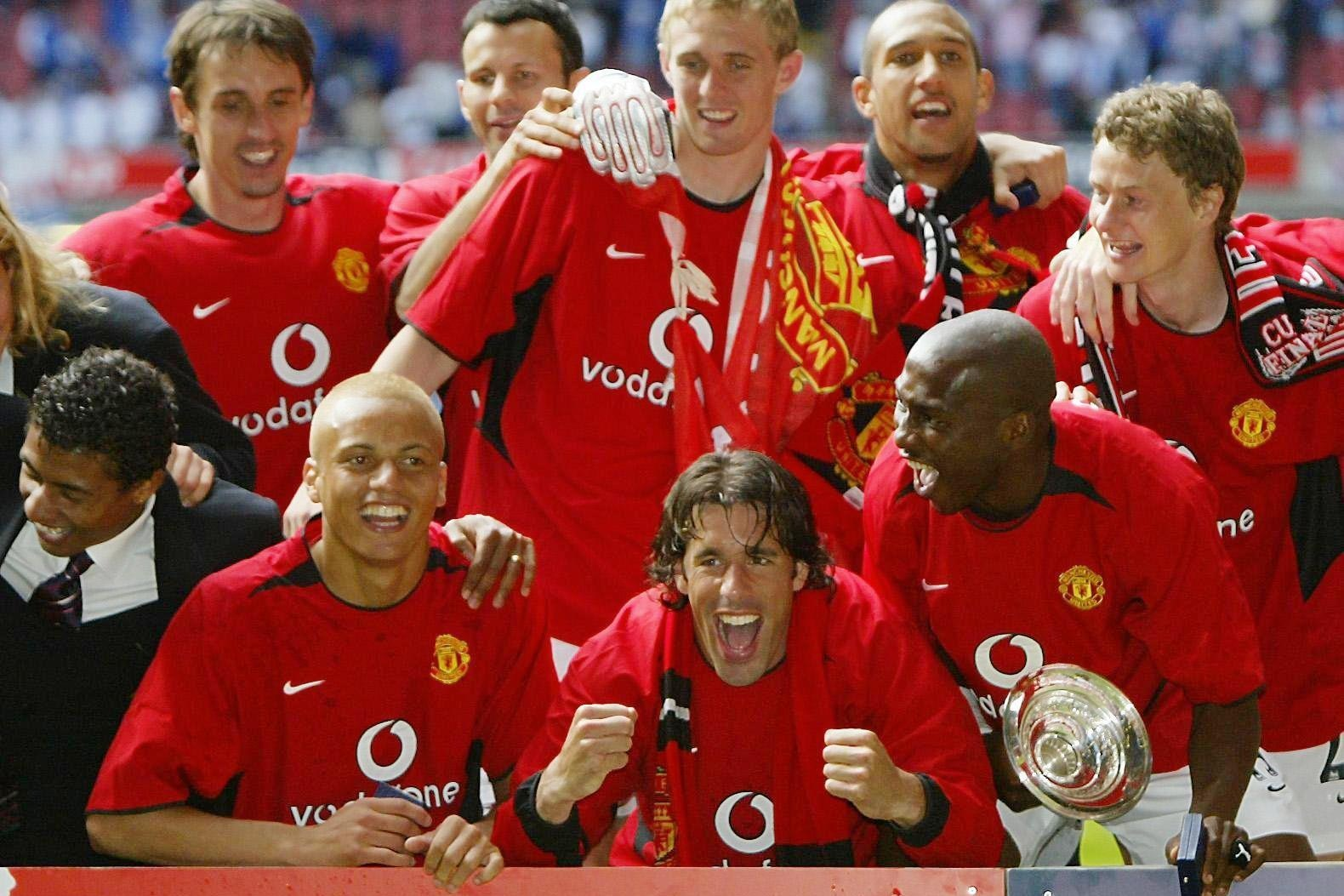 Tim Howard (back, second right) and Ole Gunnar Solskjaer (right)